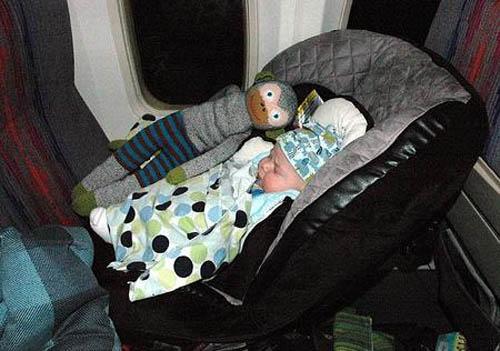 zz-bebe-en-el-avion